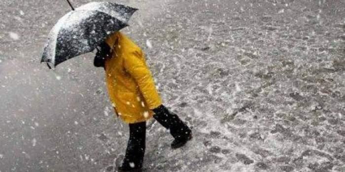 Ciclonul care a făcut ravagii în Italia ajunge în România cu ploi, vânt şi ninsori. Alertă meteo transmisă de către ANM