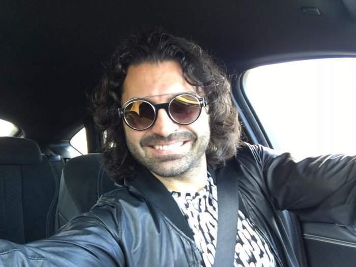 Pepe în mașină.
