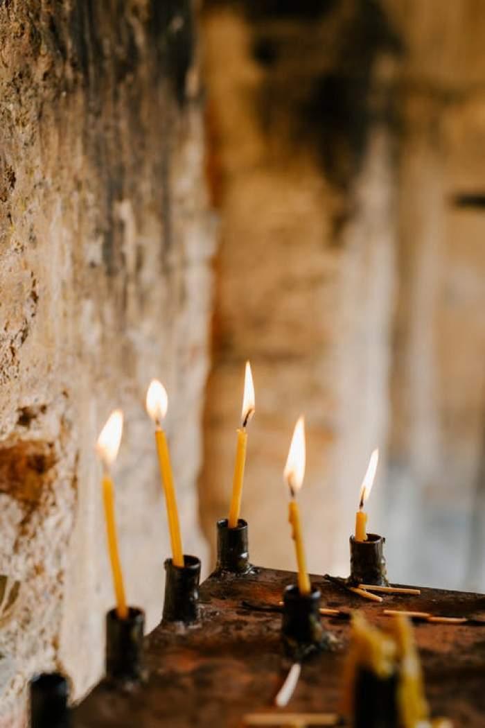 lumânări pentru morți