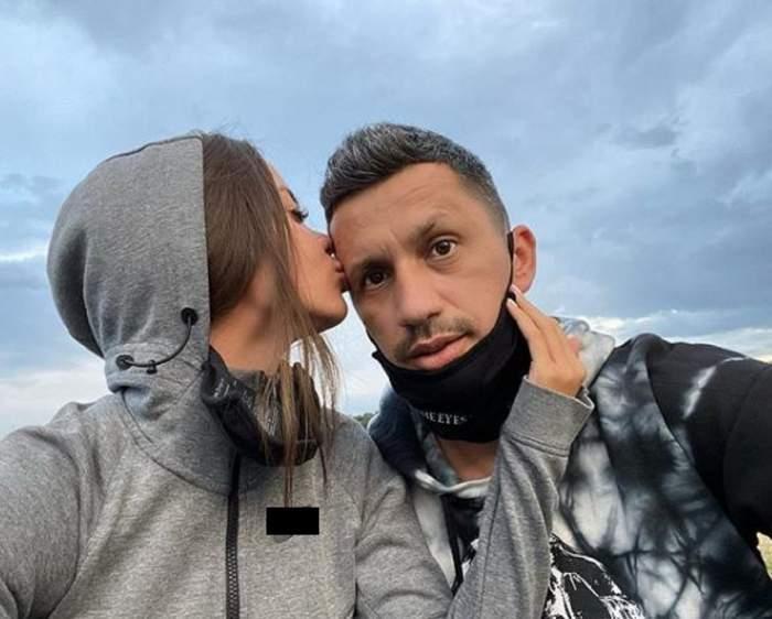Denisa Hodișan îl sărută pe funte pe Flick