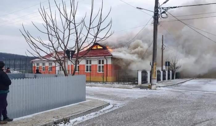 Un incendiu violent a izbucnit la o școală din Vaslui