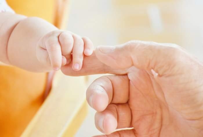O locatară a găsit copilul și a chemat autoritățle