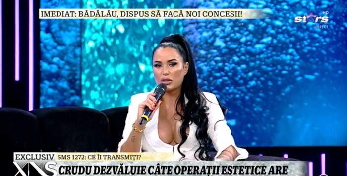 """Daniela Crudu, cu cel mai adânc decolteu la Xtra Night Show. Și-a arătat în direct noile implanturi de 1 litru: """"Stai că îmi sare siliconul"""" / VIDEO"""