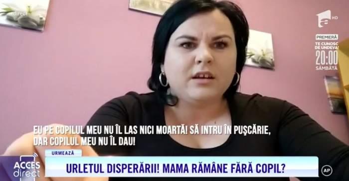Mama Nicoleta imbracata cu bluza neagra