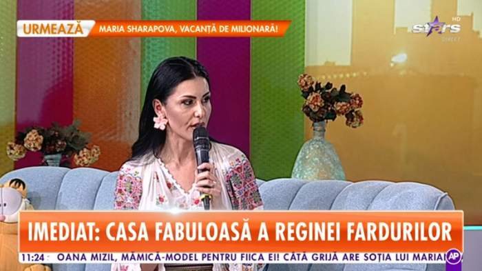 lavinia furtuna in costum popular in platou star matinal povestind despre cum a fost hartuita de un fan