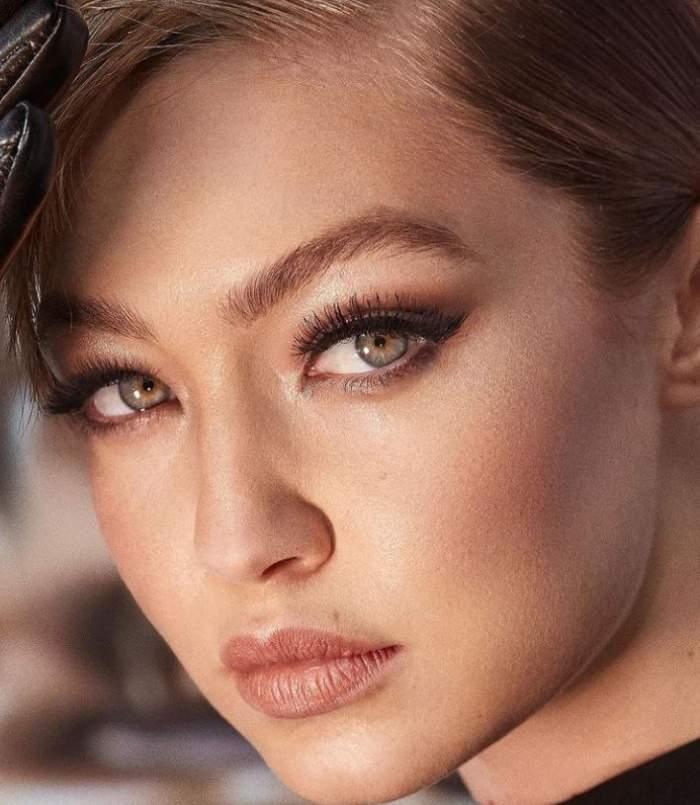 Gigi Hadid este model intr-o campanie de machiaj