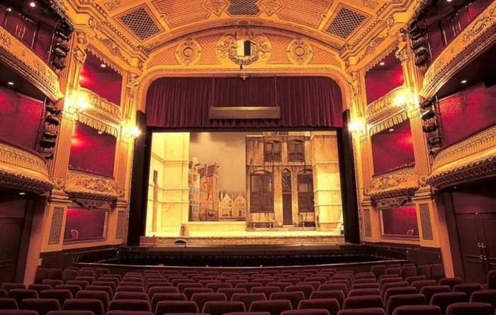 sala teatru salariu actor roman