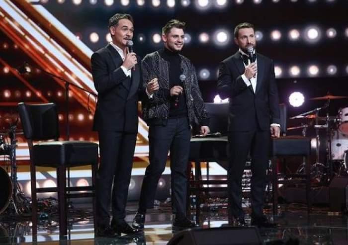Adrian Petrache pe scena X Factor, alături de Răzvan Simion și Dani Oțil.
