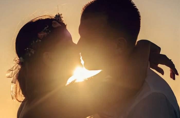 tineri care se saruta dragobetele saruta fetele