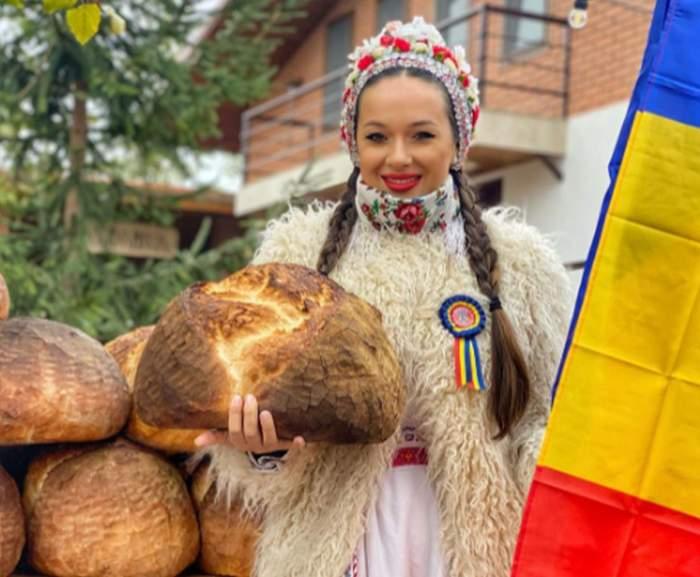 Vlăduța Lupău in costum popular cu paine in mana