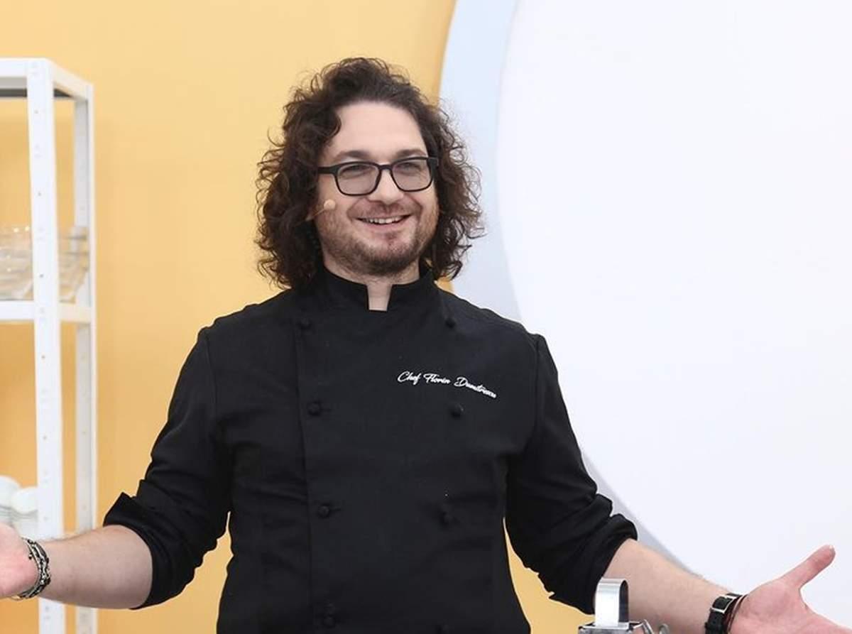 Florin Dumitrescu, în tunică neagră zâmbitor și gesticulând