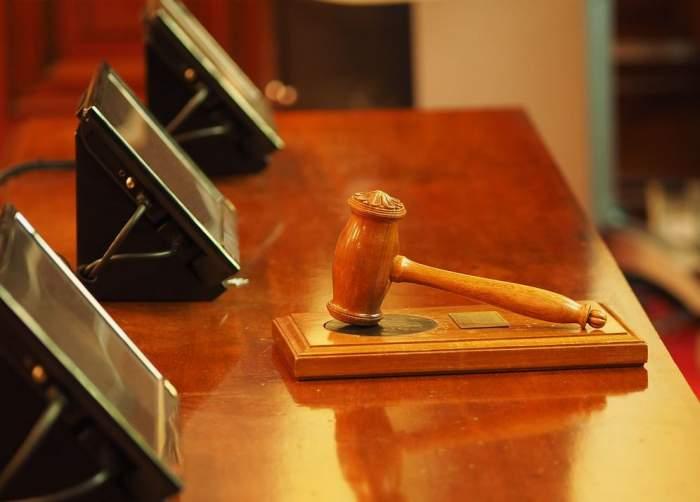 Caz uluitor la Iași! O femeie și-a dat în judecată propriul soț pentru a-l forța să doarmă în altă cameră!