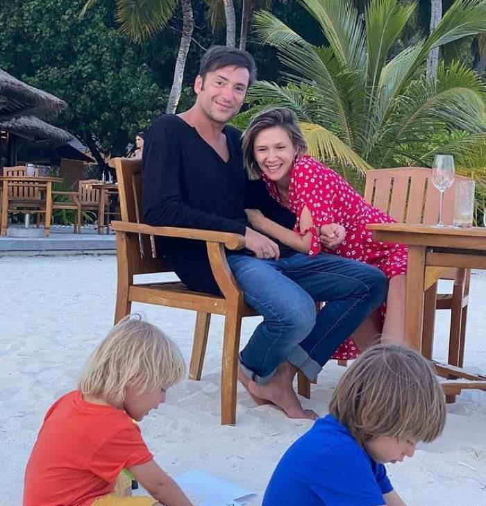 adela popescu si radu valcan si copiii la nisip