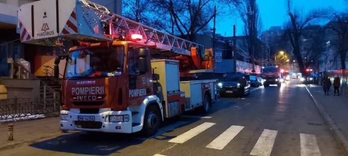 O mașină de Pompieri ajunsă Matei Balș pentru stingerea incendiului.