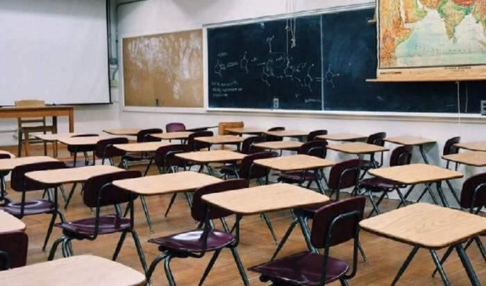 O clasa goală de la școală!