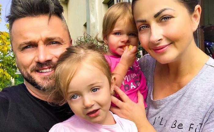 Gabriela Cristea și familia ei într-un selfie. Ea o ține în brațe pe mezină, pe Iris, iar Tavi Clonda pe Victoria.