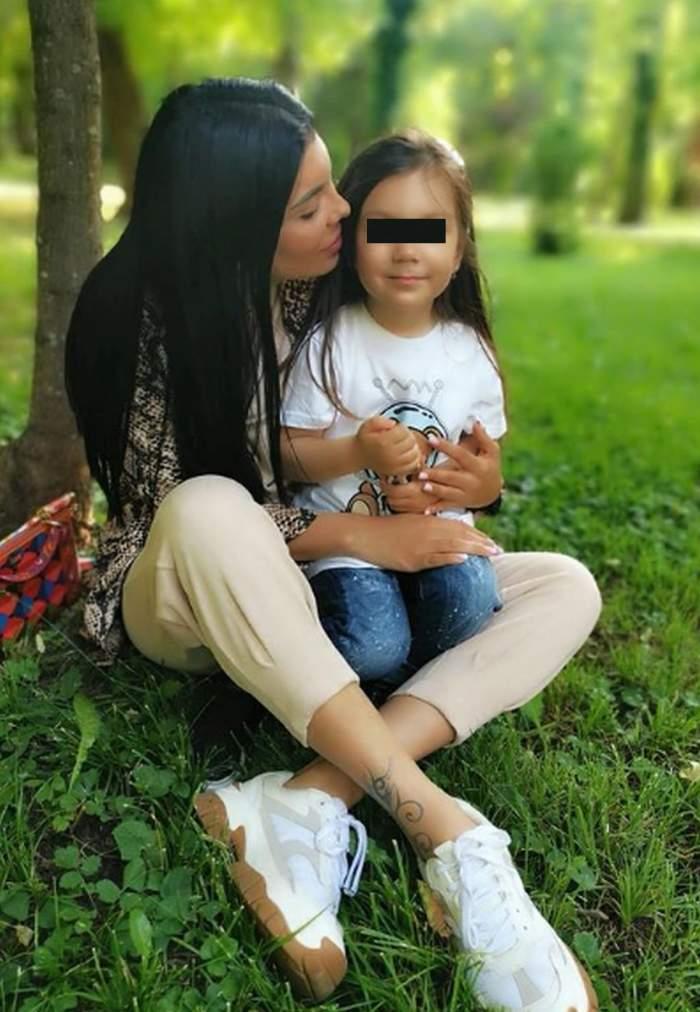 andreea tonciu o saruta pe fiica sa