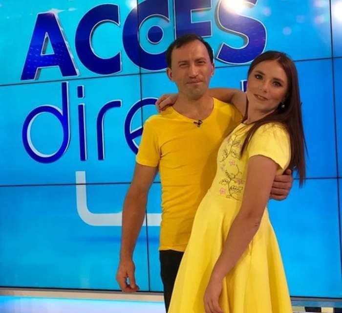 Vulpița și Viorel în platou la Acces Direct, îmbrăcați în galben.
