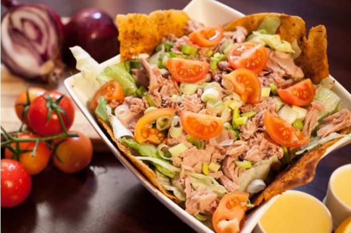 Cea mai bună salată de ton. Rețeta simplă, dietetică și ieftină
