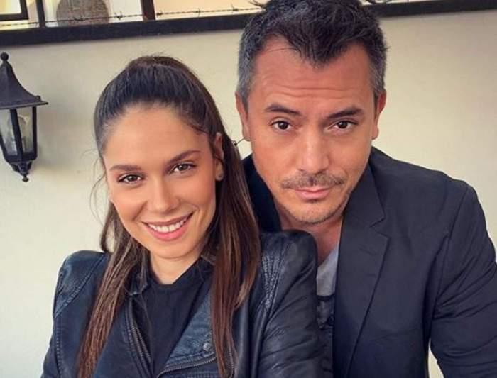 Irina și Răzvan Fodor, îmbrăcați în negru, zâmbitori