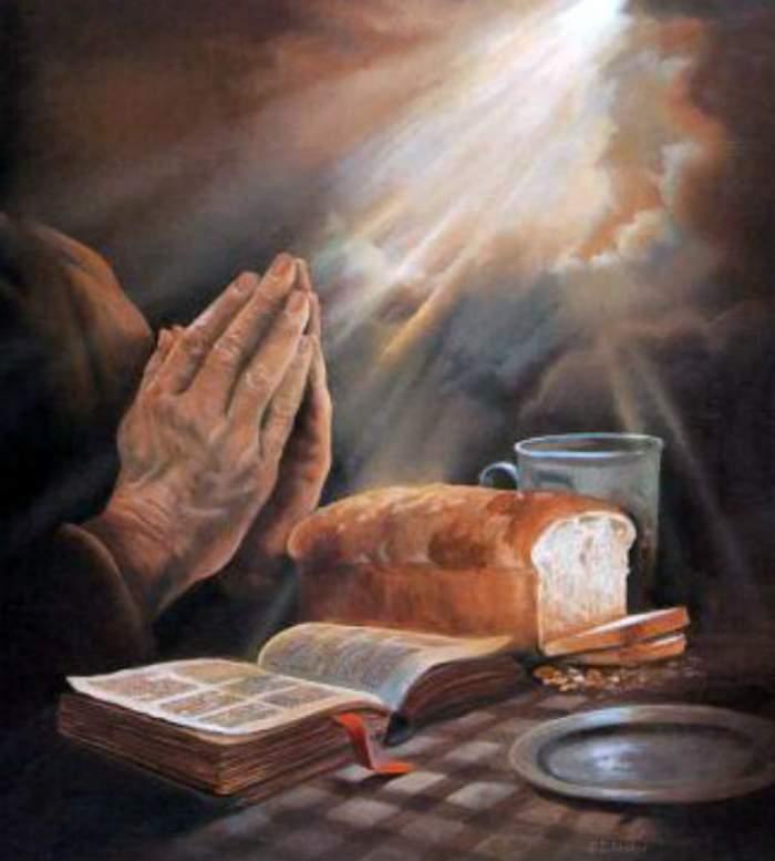 Imagine cu mâini care se roagă.