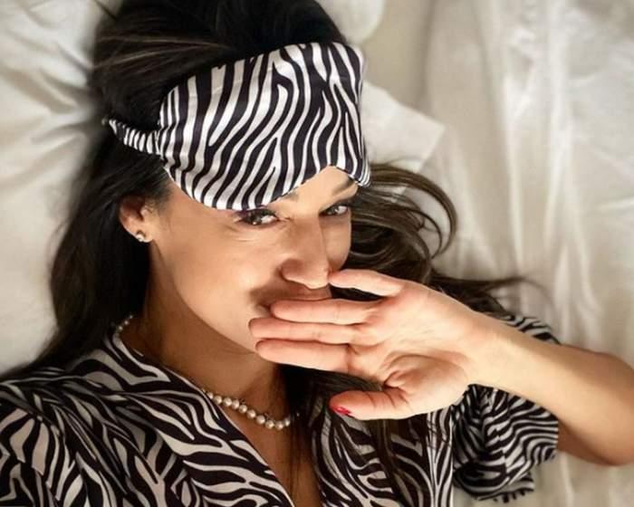 Andreea Raicu in pat in pijamale
