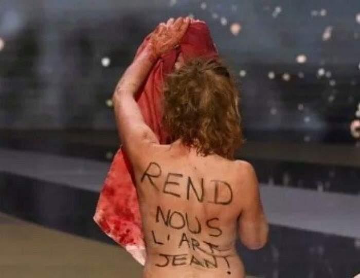 Actrița Corinne Masiero, dezbrăcată complet pe scenă. Ce s-a întâmplat la ceremonia Premiilor Cesar din Franţa/ FOTO