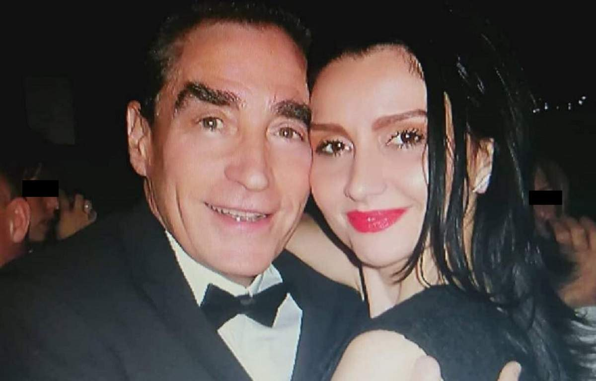 Petre Roman și Silvia Chifiriuc la un eveniment. El poartă un costum negru, iar ea o rochie neagră.