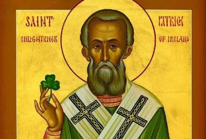 Icoană cu Sfântul Patrick. Acesta poartă veșminte verzi și ține în mână un trifoi.