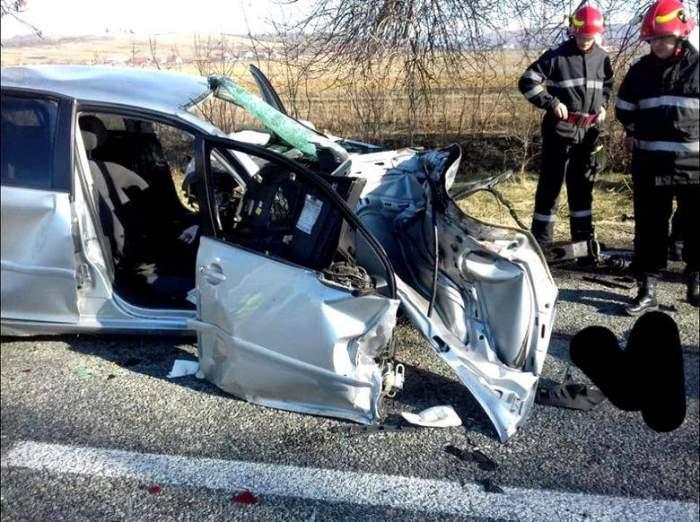 Doi tineri au fost lăsați să moară, la Vâlcea. După ce mașina lor a fost făcută praf, martorul nu a vrut să sune la 112