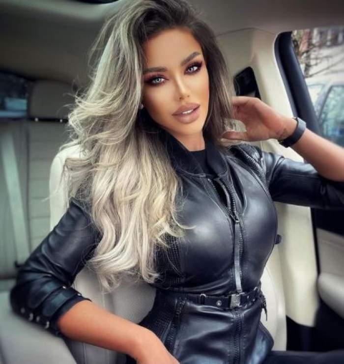 Bianca Drăgușanu, în rochie neagră de piele, în mașină.