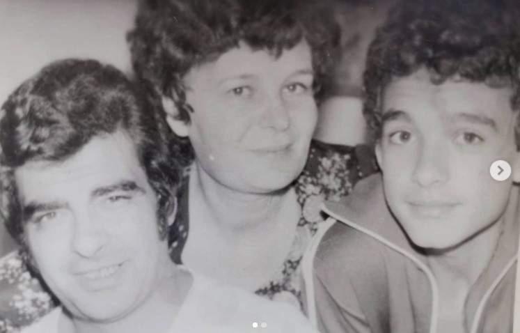 Aurelian Temișan în copilărie, alături de părinți