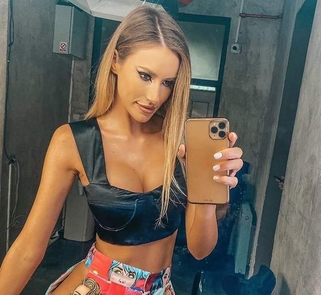 gabriela prisacariu selfie oglinda