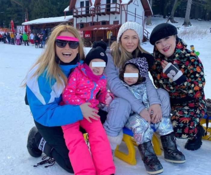Elena Gheorghe și Ana Pîrvulescu imbracte in costume de schi, pa partie cu mama si fiicele lor