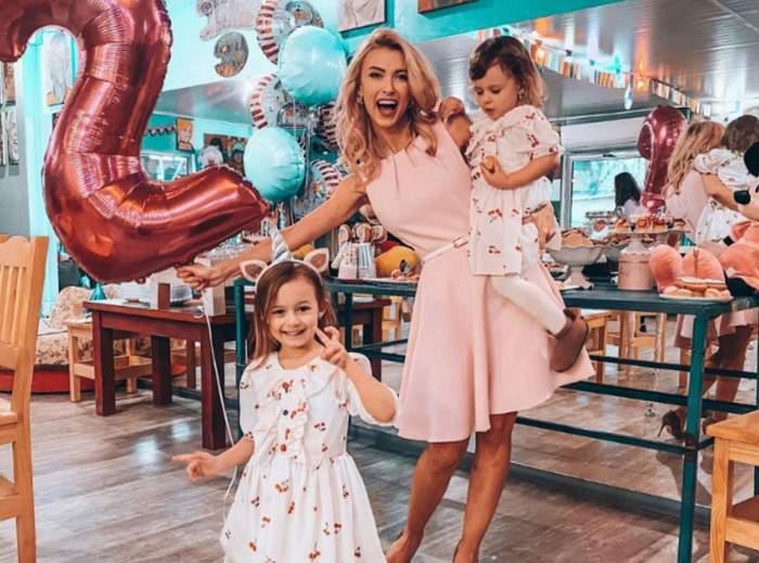 andreea balan in rochie roz alaturi de fiicele ei imbracate in rochite