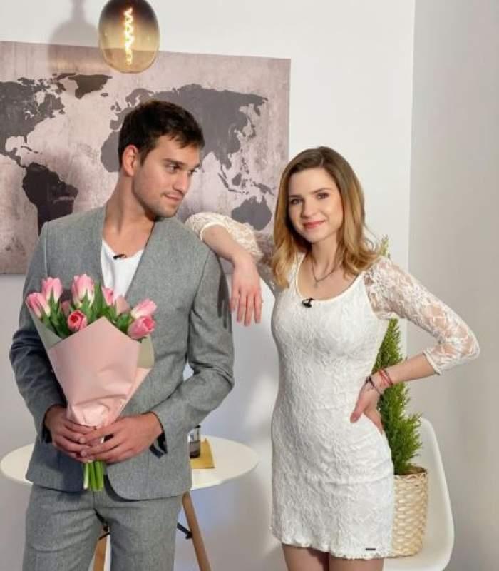 Vlad Gherman la costum, cu un buchet de lalele în brațe alături de Cristina Ciobănașu în rochie albă.