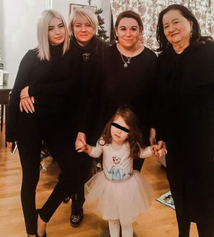 Oana Roman, Catinca Roman, Calina și Mioara, îmbrăcate în negru.