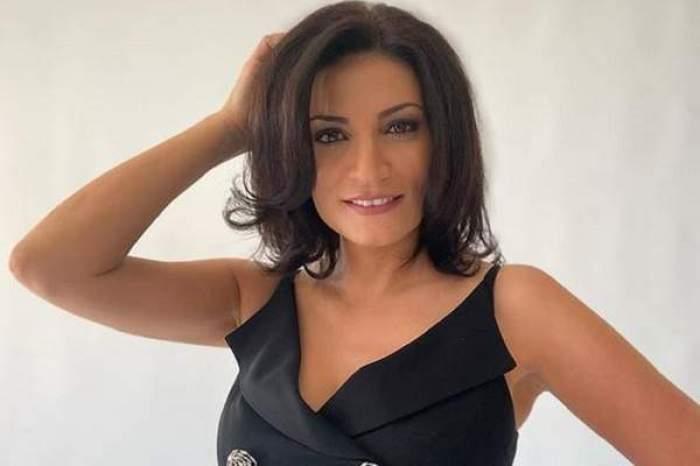 Ioana Ginghină, în ținută neagră, cu mâna în păr