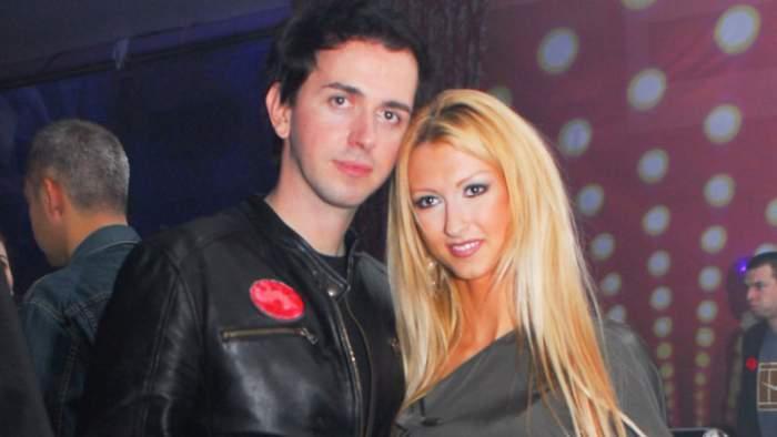 Andreea Bălan și Keo, îmbrăcați în negru, zâmbitori, îmbrățișați