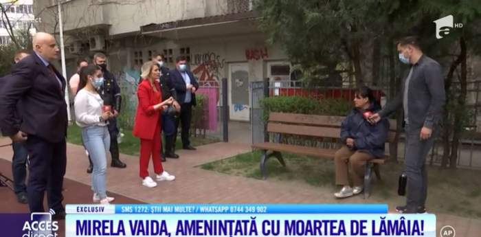 Mirela Vaida, in costum rosu, în dialog cu prietena atacatoarei sale