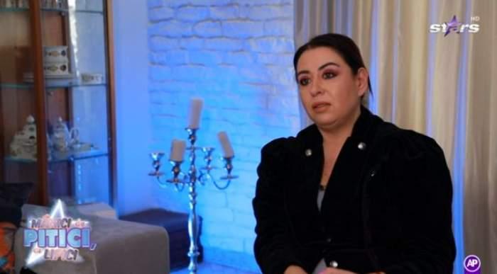 Oana Roman, în ținută neagră