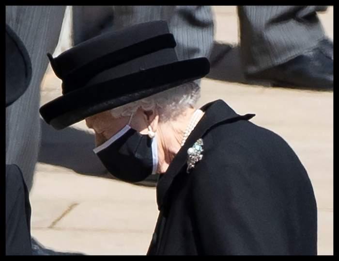 regina elisabeta in haine de doliu