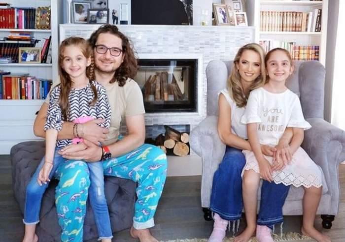 Florin Dumitrescu si cristina cu fetitele tinandu-le pe picioare