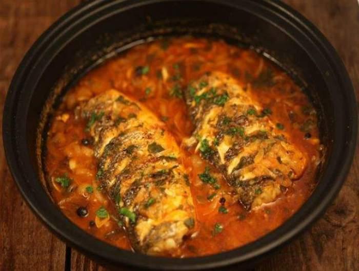 O farfurie cu plachie de pește