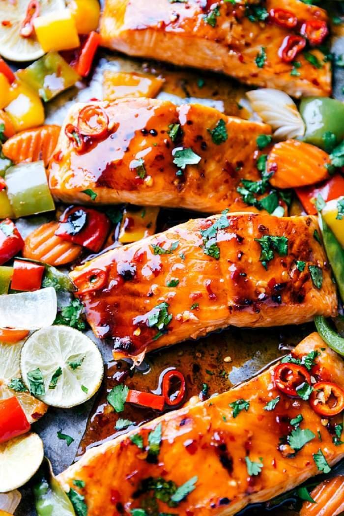 Pește cu roșii și alte legume