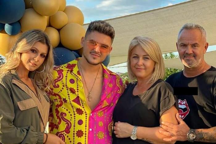 Mario Fresh și familia lui. Toți zâmbesc. Artistul poartă ochelari de soare și o cămașă jumătate roz și jumătate galbenă.