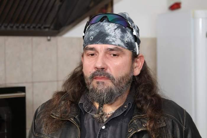 Solistul Cargo, printre primii care s-a vaccinat la noile centre non-stop din Timișoara. Trupa şi-a pierdut liderul din cauza COVID