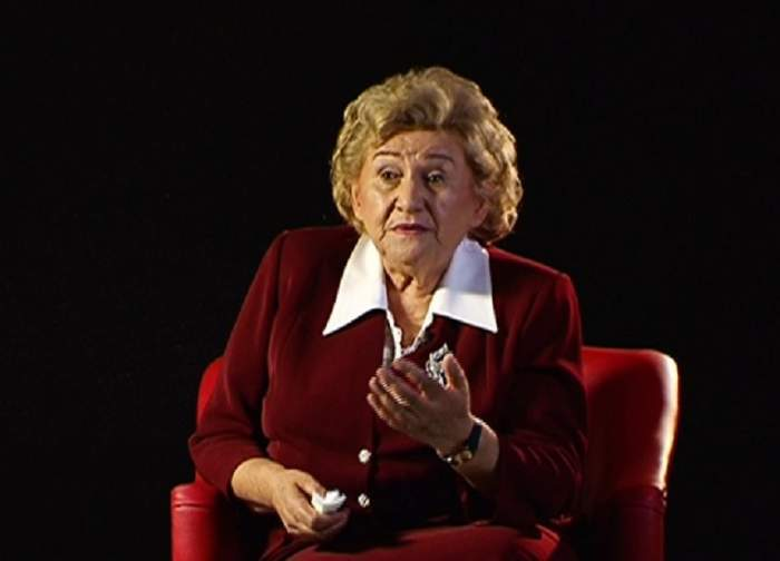 Gabi Luncă îmbrăcată în costum roșu, în perioada în care trăia, în timpul unui interviu.