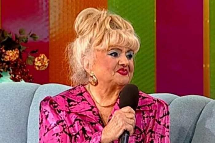 Camelia Mitoșeru în cadrul unei emisiuni TV.