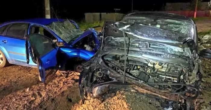 Imagine cu accidentul din Borănești, județul Ialomița. Două mașini sunt puternic avariate, ca un morman de fiare.